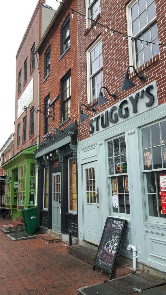 Bars, Restaurants und kleine Shops im historischen Fell's Point